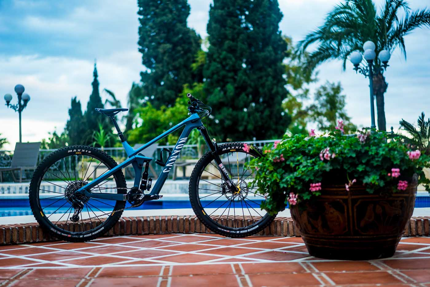Welcome to shred city - Canyon launch the Strive 2 0 - [R